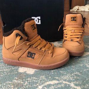 DC hi top skateboard shoes